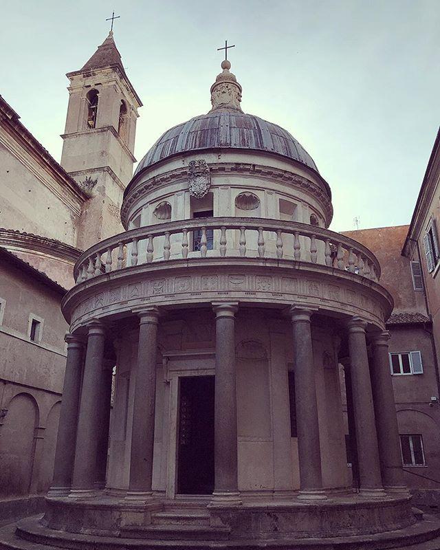 Bramantes perfect little temple - Il Tempietto - located inside the cloister of San Pietro in Montorio #romaamoremio #italogram #gianicolo #architecture