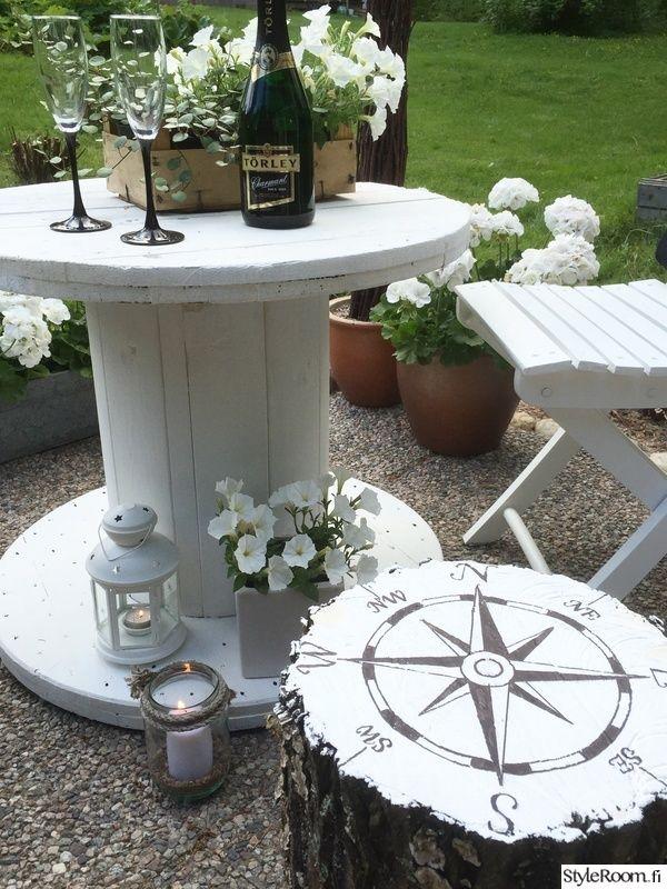 pöytä,valkoinen,jakkara,puutarhakalusteet,kaapelikela