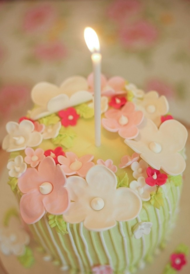 Cute Cupcake With Flowers Candle