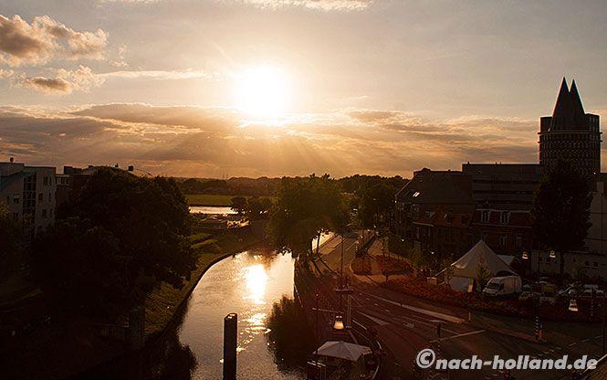 Den Tag auf der Dachterrasse des Hotels Dux in Roermond mit dieser Aussicht ausklingen lassen - wunderbar!