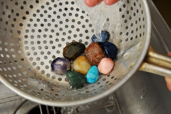 How to Polish Rocks without rock  tumbler. Good for bored kids :)