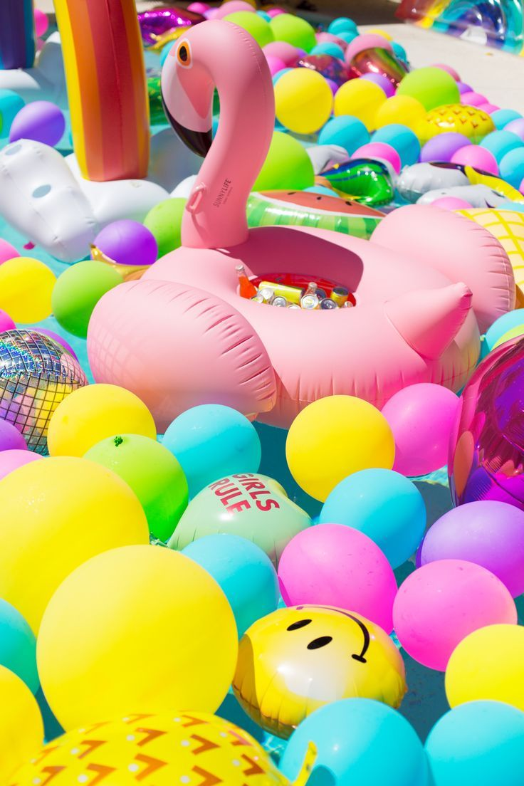Eine Epische Regenbogen Ballon Pool Party Sommer Pool Party