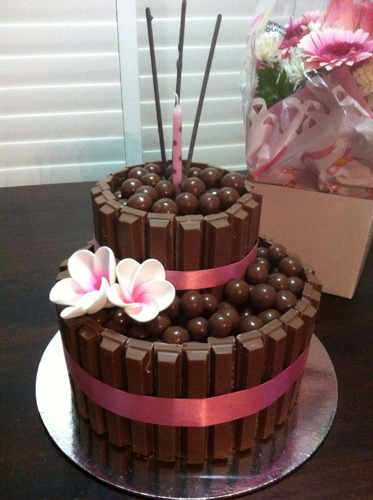Kylie s 40th malteser kitkat cake :) cards and cakes ...