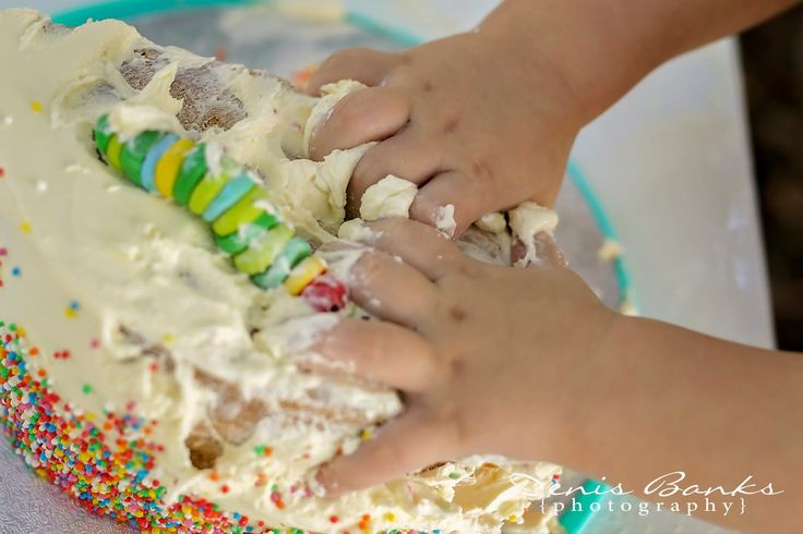 This gorgeous little boy turns 1 this month! His cake smash session had a hungry caterpillar theme. It was just too cute!