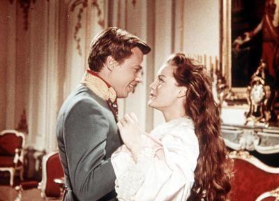 Sissi ist ein österreichischer Historienfilm aus dem Jahr 1955, der von den frühen Jahren der Kaiserin Elisabeth erzählt. Romy Schneider: Prinzessin Elisabeth -   Karlheinz Böhm: Kaiser Franz Joseph