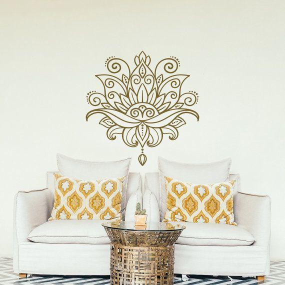 Lotus Mandala Wand Abziehbild - Yoga Vinyl Aufkleber marokkanischen Muster Boho böhmischen Schlafzimmer Dekor - Lotus Blume Wand Aufkleber Mehndi Wandgestaltung  MESSUNGEN ZUR VERFÜGUNG  15 x 15 hohen breiten 22 x 22 hoch breit 29 hoch x 29 breit 35 hoch x 35 breit  * Bild kann keine wahre Größe wider.  Unsere Aufkleber sind auch in anderen Größen erhältlich. Bitte kontaktieren Sie uns, wenn Sie eine Sondergröße benötigen. Bitte beachten Sie, dass alle Änderungen der Aufkleber Dimensionen…
