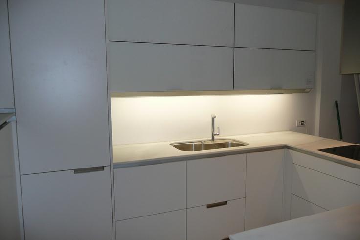 Cocina santos modelo minos con frigorifico integrado - Cocinas con marmol ...