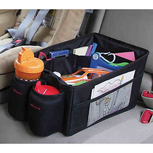 Der Auto-Organizer Travel Pal passt perfekt zwischen zwei Autositze und bietet Platz für alles, was unterwegs von Nöten ist wie z.B. Bücher, Spielzeug und Getränke. <br /> <br /> Die Tasche ist rutschsicher und besteht aus einem wasserabweisenden und reißfesten Material.<br /> <br /> Für einen besseren Halt auf der Rücksitzbank, kann der Travel Pal zusätzlich mit dem Sitzgurt befestigt werden.<br /> <br /> Material: 100 % Polyester, abwaschbar<br /> <br /> Maße (L/B/H): ca. 44 x 18 x 20 cm