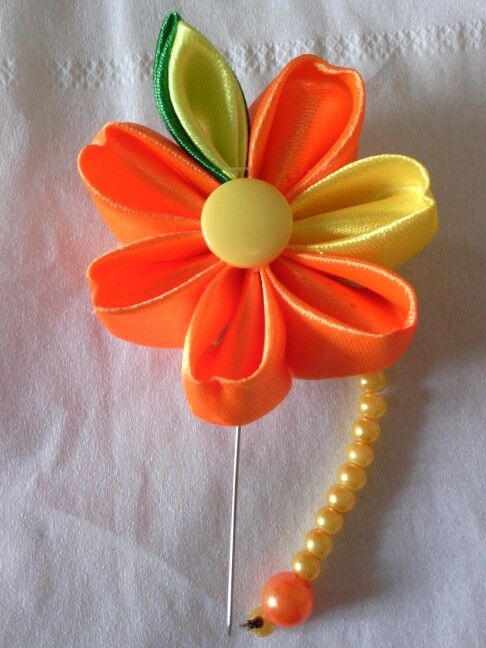 Hijab needle 1 - I applied the flower to a needle so I can wear it for hijabs.