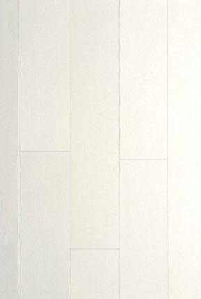 Érable Akoya - Collection Unique: telle la perle, un plancher Akoya impressionne par la qualité de son lustre, par sa rareté, sa surface exempte de défauts et sa coloration crémeuse aux subtils reflets de nacre rosée. _______________Maple Akoya - Unique Collection: like the pearl, Akoya flooring is valued for its gloss, rarity, blemish-free surfaces and cream colouring with subtle undertones of rosetinged mother-of-pearl. http://www.pgmodel.com/collections/unique/AKOYA/