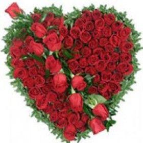 Vizagfood.com is Offer Online Heart Shape Roses Flower Rose Baskets Roses delivery Flower Baskets Delivery in Vizag Visakhapatnam #Order_Online_Red_Roses_in_Vizag, #send_cakes_to_vizag