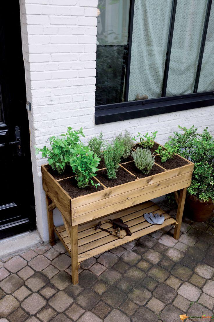 Jardinière haute décoratrice.
