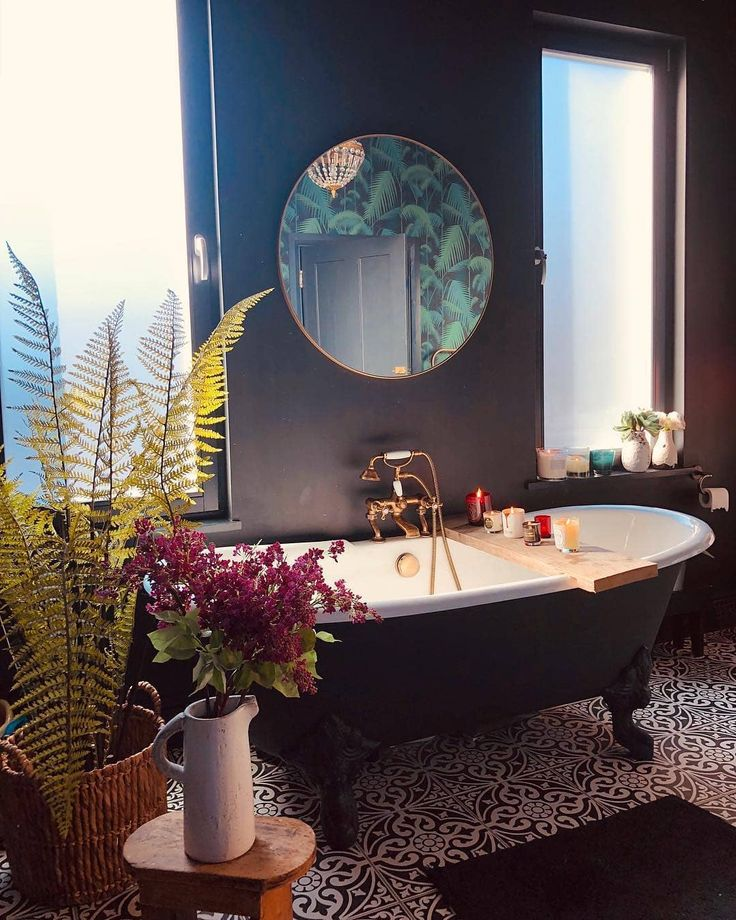 Oh I wish I was in here right now. Beautiful bathroom decoration💜 | Home Decor