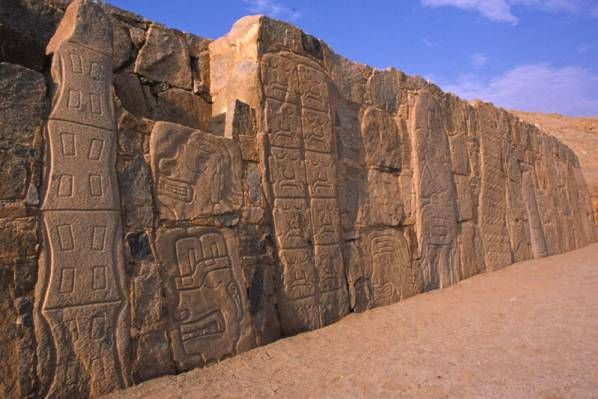 The 4.15-m-high granite palisade wall at Sechín Alto, made up of 400 sculptures.13 They appear to have been randomly assembled from another site.