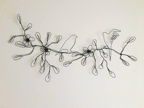 Aves, flores, hojas. Escultura Metal ramas de alambre. Arte sugerente decoración para el hogar, oficina o tienda. Decora tu casa con la hermosa escultura de sus paredes. Esta escultura será transformar instantáneamente la apariencia de su espacio. Es la nueva tendencia de decoración del
