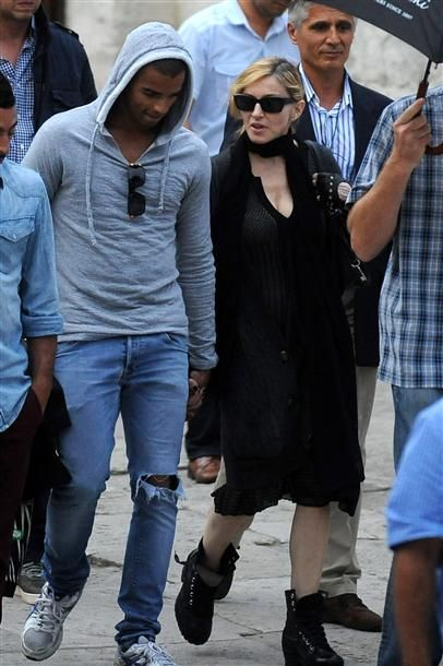 Madonna & Istanbul's historical mosques by Hurriyet daily news