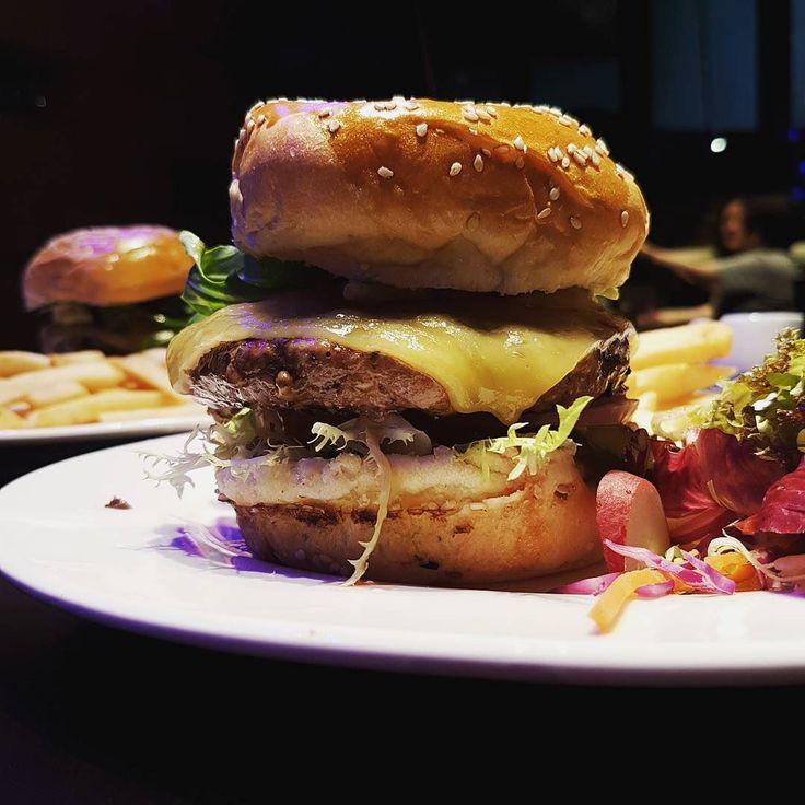 Beef Avocado Burger by Blue Frog  #foodpics #instafood #foodie #foodstagram #foodblogger #kanzaichi https://www.instagram.com/p/BTowCdbjjL2/