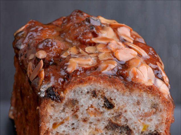 """עוגה בחושה עם פירות יבשים ורום (יח""""צ , דרור כץ)"""