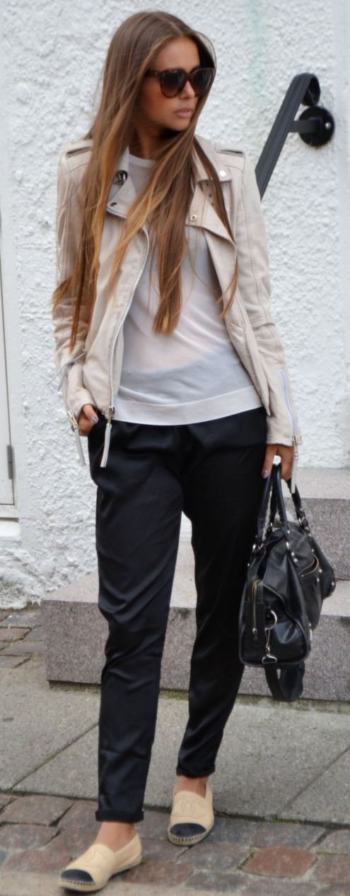 Maria Kragmann is wearing a leather jacket from Moxy Copenhagen, shirt from Zara, trousers from Asos, espadrilles from Chanel, bag from Balenciaga and the sunglasses are from Céline