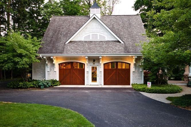 Cottage garage found on zillow digs garage pinterest for Carriage house barn