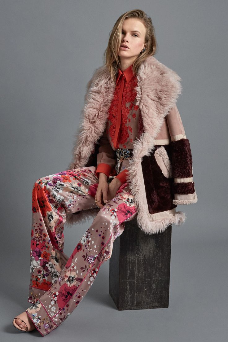 See the complete Roberto Cavalli Pre-Fall 2017 collection.