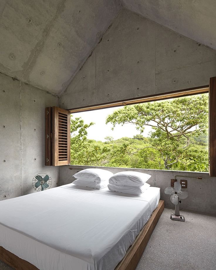 Located just a short walk from the sea, Casa Tiny can be found nestled in an area of dense vegetation near the surf town of Puerto Escondido, on Mexico's idyllic Oaxacan coast. One of the first built offerings from young architect Aranza de Ariño, the ...