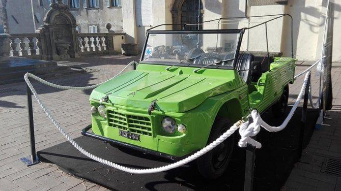 """""""Questa è la macchina che nemmeno la mafia ha saputo fermare"""": esposta la Mehari di Siani"""