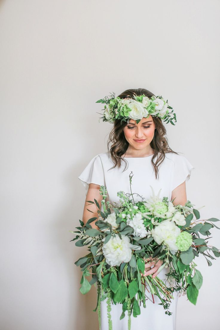 A David Fielden Dress and White Flower Bouquet for an Elegant Barn Wedding. Photography by Helen Russell