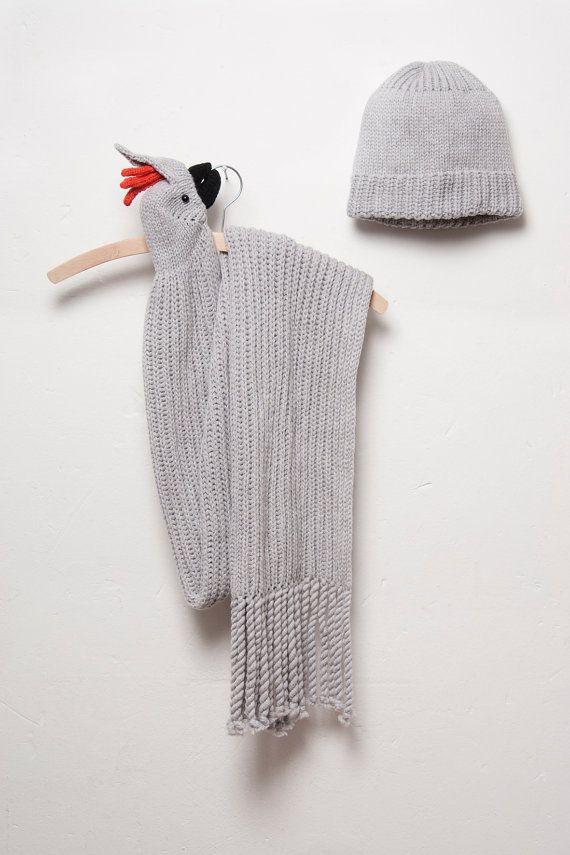 La sciarpa a maglia è molto comoda da indossare dalla sua alta qualità e morbida lana.  Cè una forte clip, che serve anche come un blocco nel becco