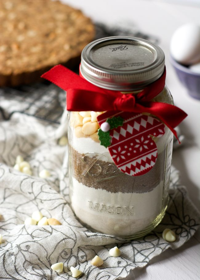 Whole Wheat White Chocolate Macadamia Cookie Cake in a jar is the perfect unique gift so everyone can enjoy a straight from the oven cookie anytime! #cookiesinajar #giftsinajar