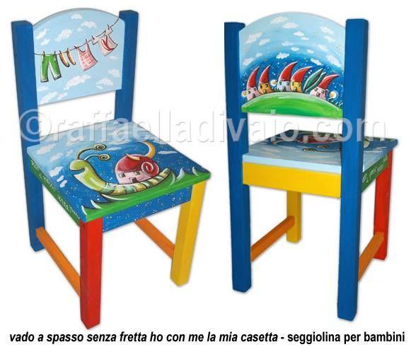 vado a spasso senza fretta ho con me la mia casetta seggiolina per bambini in legno dipinta a mano pezzo unico ©raffaelladivaio.com