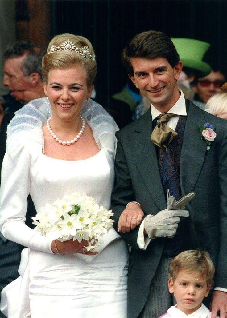 The wedding of Manfredi Della Gherardesca to Princess Maria-Theodora Lowenstein, wearing a pearl tiara, at London's Brompton Oratory. 26/9/1998. Picture: Antony Jones/UK Press Boomerang