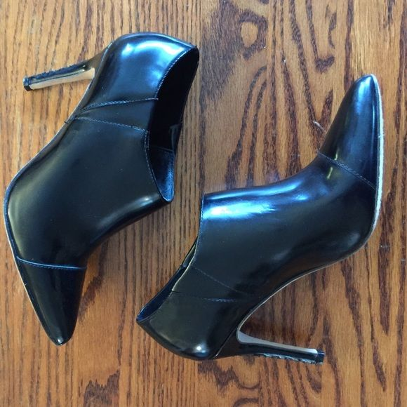 """Alice + Olivia """"Dex"""" ankle boot Shiny black leather Alice + Olivia """"Dex """" ankle boots.  Worn once. Super cute stitching up back of heel. Size 36.5 Alice + Olivia Shoes Ankle Boots & Booties"""