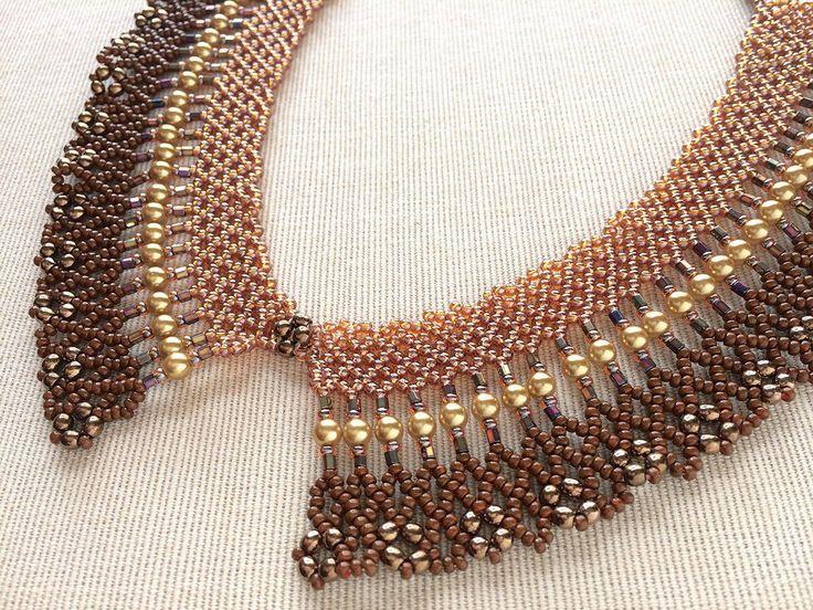 ブラウンのゴージャス襟型ネックレス