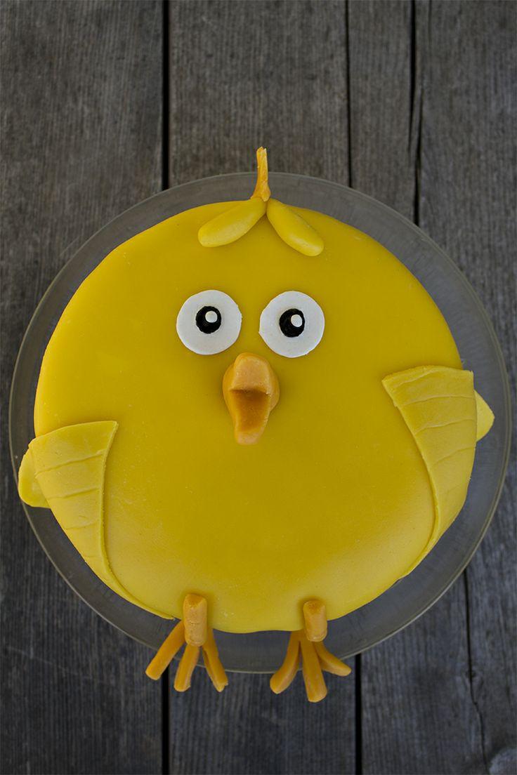 Påsktårta / Easter cake / Påskkyckling med vit chokladfluff och blåbärsmousse - made by Helle