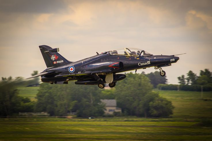 A solo pilot takes off in a CT-155 Hawk aircraft. PHOTO: DND