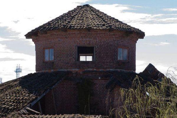 Dunya Az Com Stalin Lənkəranda Olub Sovet Liderinin Qacdigi Zindan House Styles Outdoor Structures Outdoor