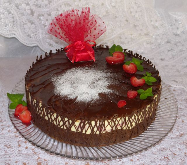 "Pie ""Strawberry in chocolate"" | Russian photo humour."