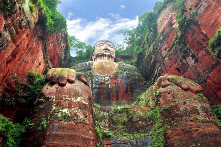 Il Buddha gigante di Leshan (in cinese:樂山大佛, Lèshān Dàfó) è la più grande statua di pietra di Buddha del mondo. Essa è scolpita nella roccia nel punto in cui confluiscono i fiumi Minjiang, Dadu e Qingyi, vicino alla città di Leshan, nella parte meridionale della provincia di Sichuan, in Cina. La scultura è posta di fronte al Monte Emei, con i fiumi che scorrono ai suoi piedi.