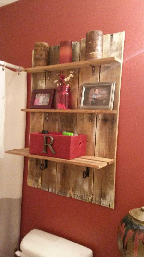 An easy and stylish storage idea with this DIY pallet shelf over the toilet.