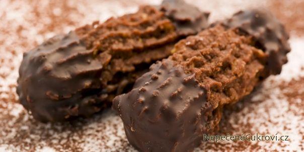 Strojkové cukroví patří mezi nejoblíbenější vánoční cukroví, protože se dá upéct na mnoho způsobů. Můžete si připravit pudinkové, ořechové, máslové nebo kakaové sušenky ze strojku.