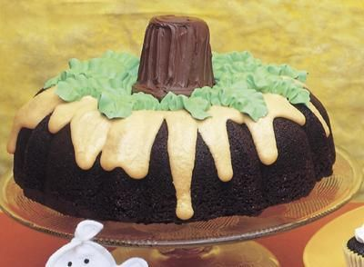 This cake not only looks good - we tried it - it tastes good as well - get the Good Stuff and #FamilyDollar - www.familydollar.com/pages/halloween-candy.aspx