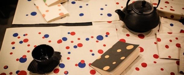 """IDEA DI LABORATORIO: Meraviglie""""LABORATORI - Una tana a pois - lettura e laboratorio per bambini: attraverso l'arte di Y.K . Mattina (piccoli) lavoreranno ai materiali ispirandosi alle immagini di Y.K creeranno pattern psichedelici coperti di pois grandi grandi e piccoli piccoli. Pomeriggio (grandi): ascolto il mondo che Carroll ha inventato per Alice e a giocare con le dimensioni degli oggetti e, sopra ogni cosa, i pois di Y.K .  merenda rigorosamente a pois!"""
