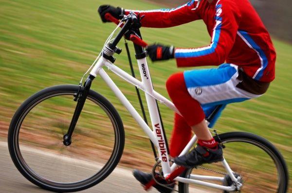 参考画像:全身運動が可能な「Varibike」  足だけでなく、手でペダルを漕ぐ自転車