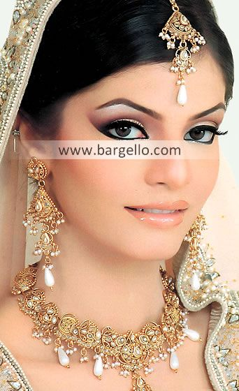 Glorious Asian Bridal Jewellery Set  Set consisting of: Necklace, tika and pair of ear $800
