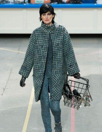 Le défilé Chanel - Prêt-à-porter Automne-Hiver 2014-2015 > http://www.elle.fr/Mode/Les-defiles-de-mode/Pret-a-porter-Automne-Hiver-2014-2015/Femme/Paris/Chanel/Chanel-2684415