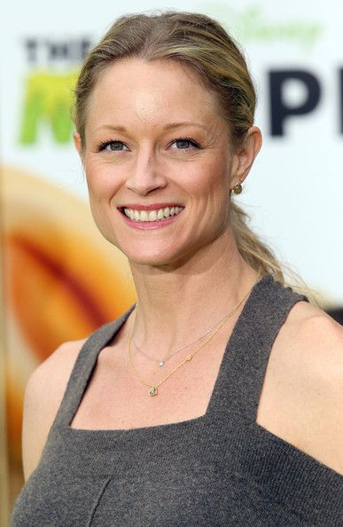 "Teri Polo Photos Photos - Actress Teri Polo attends the Premiere Of Walt Disney Pictures' ""The Muppets"" at the El Capitan Theatre on November 12, 2011 in Hollywood, California. - Premiere Of Walt Disney Pictures' ""The Muppets"" - Arrivals"