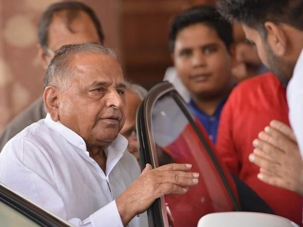 Mulayam Singh Yadav Flown From Lucknow Admitted To Hospital In Gurugram Zenith Angle Hospital Private Hospitals Singh