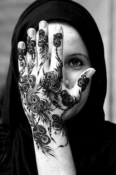 Designer Mehndi, Mehndi nupcial, Mendi árabe, aplicados na palma da mão..