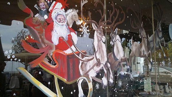 Δείτε Πώς να κάνετε Χριστουγεννιάτικες Ζωγραφιές στα Παράθυρα που Αφαιρούνται πανεύκολα!